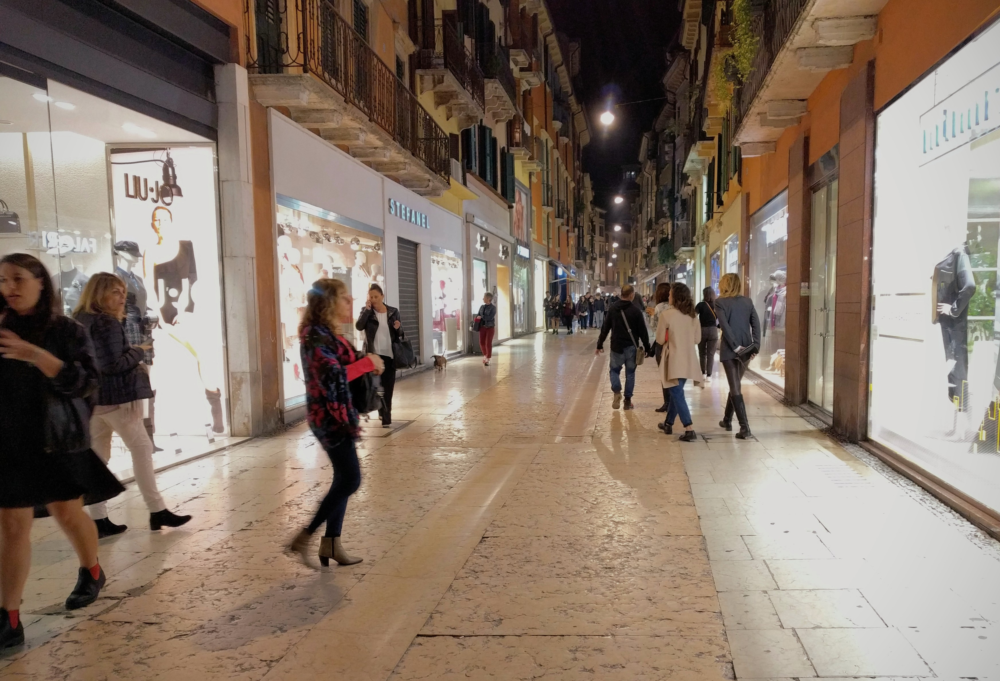 Verona Limestone Sidewalk